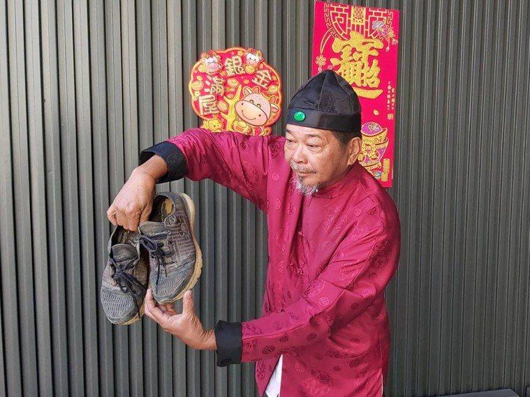 民俗專家廖大乙建議,新春期間要穿新衣,別穿破衣、破鞋。圖/廖大乙提供
