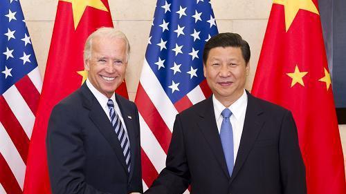 美國總統拜登(左)於2011年8月副總統任內時到訪北京,受到時任大陸國家副主席習...