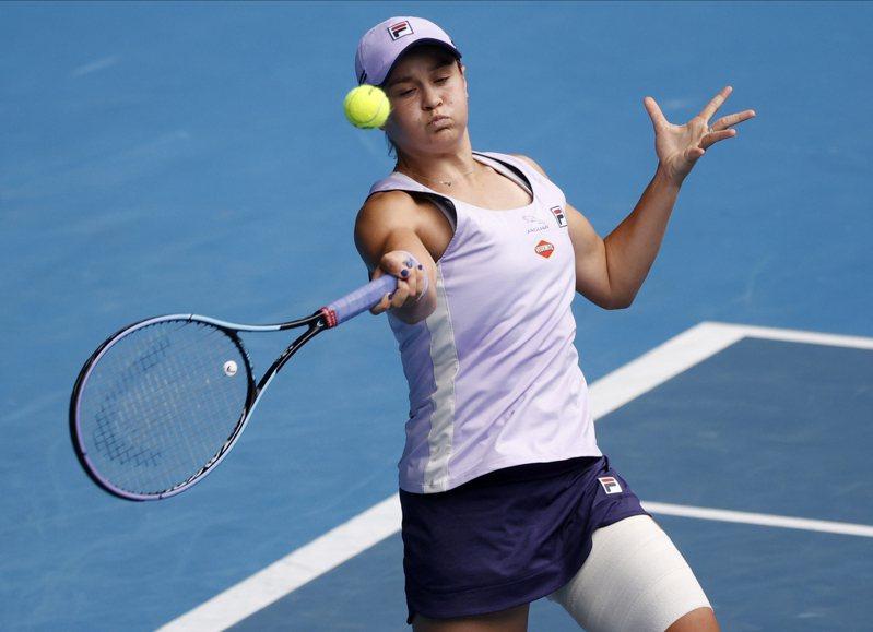 世界排名第1的澳洲女將巴蒂今(13日)在澳洲網球公開賽女單以6比2、6比4力克俄羅斯選手亞歷山卓娃,晉級16強。美聯社
