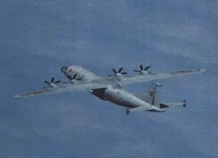 中共解放軍運8反潛機、運8技術偵察機(如圖、同型機)各一架次,今天進入我西南防空識別區。圖/國防部提供