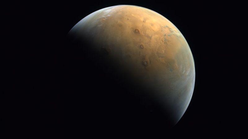 阿拉伯联合大公国的火星探测器「希望号」(Hope)本月9日成功进入火星轨道,阿联太空总署(UAE Space Agency)今(14)日表示,「希望号」已传回首张火星影像。 图/翻摄自BBC NEWS(photo:UDN)
