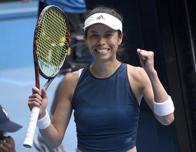 台灣網球好手謝淑薇闖進澳網女單8強,她的教練麥納米形容謝淑薇「是一個無拘無束的人」,永遠不知道接下來會發生什麼。 圖/美聯社