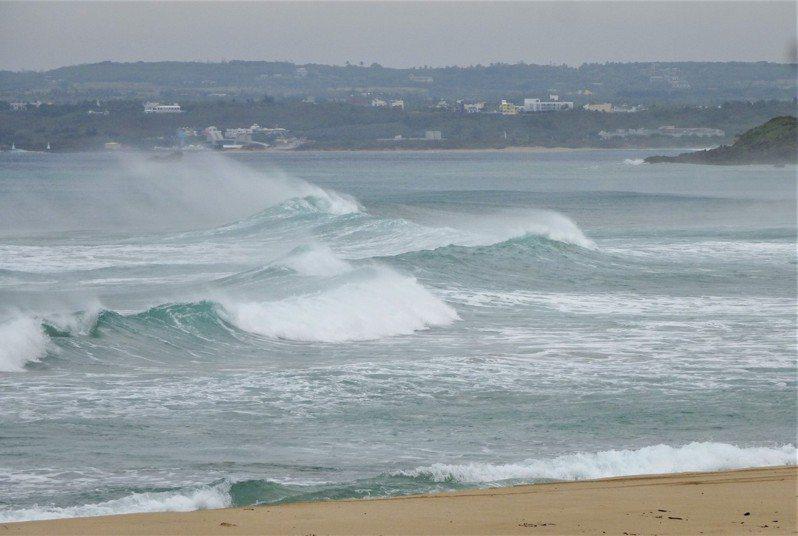 基隆北海岸、東半部(含蘭嶼、綠島)、恆春半島沿海地區及馬祖有長浪發生的機率。本報資料照片