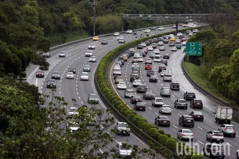 228連續假期第二天,高速公路局預估國道交通量為110百萬車公里。 聯合報系資料照