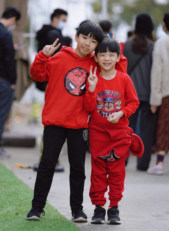 黃少祺兩個寶貝兒子亮相,長相帥氣。圖/摘自臉書