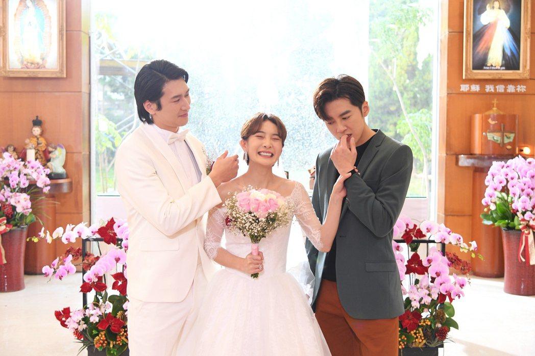 邵翔(左起)和李亦捷結婚,李國毅來搶婚。圖/三立提供