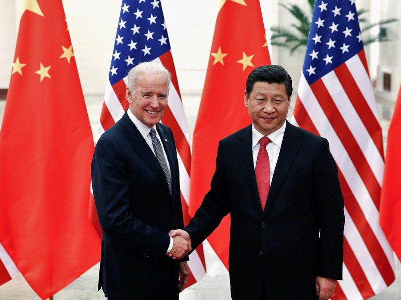 美國總統拜登(左)與中國大陸國家主席習近平,於農曆新年除夕通話。路透