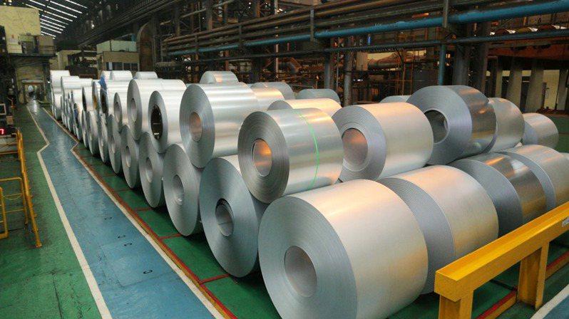 鐵礦大漲,加上日本、大陸鋼鐵產能調控等多項利多加持,鋼價再現強勁動能,美國熱軋漲到每公噸1,400美元新高點,大陸鋼鐵行情持續攻頂。  本報系資料庫