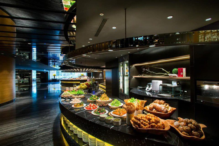 晶華酒店「栢麗廳」於開工日推出「2人同行1人免費」的限時優惠。圖/晶華酒店提供