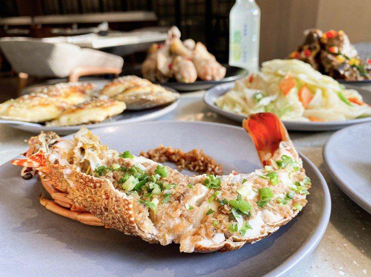 持當月發票至「MJ Kitchen」用餐,除帳單75折外,再加贈每人半隻「蒜蓉蒸...