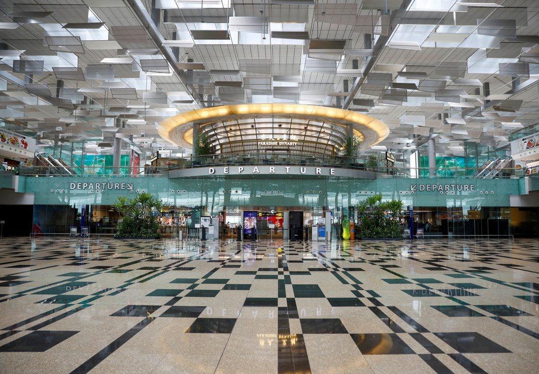 星國樟宜機場截至今年一月的總旅客量僅達疫情前水準的2%,圖為上月18日樟宜機場出...