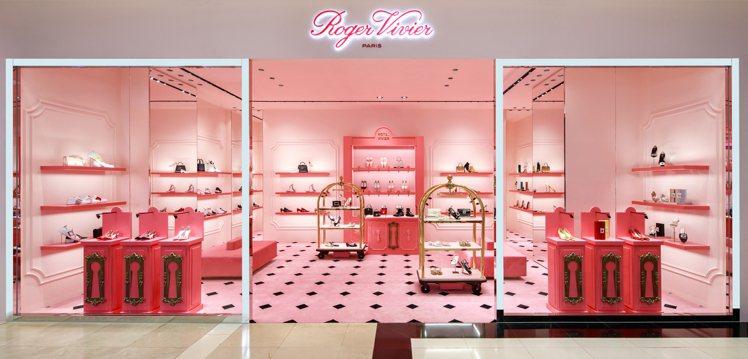 Roger Vivier最近在台南新光三越西門店開設了全新概念店。圖/迪生提供