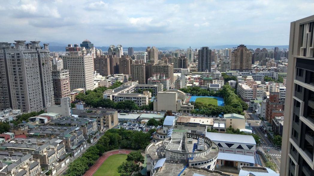 台中市北屯區11期重劃區,擁有發展成熟的崇德商圈。記者趙容萱/攝影