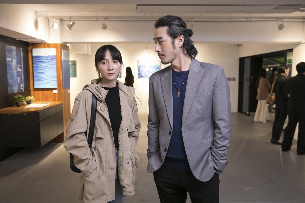 黃騰浩(右)二度和告五人合作,攜手女主角張寗揭曉「披星戴月的想你」MV結局。圖/...