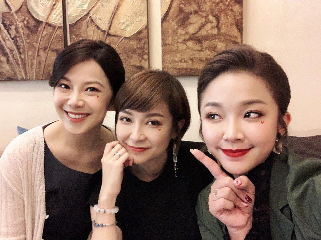賴慧如(右起)、李珞晴、廖苡喬飾演「多情城市」第一代感情超好。圖/摘自臉書