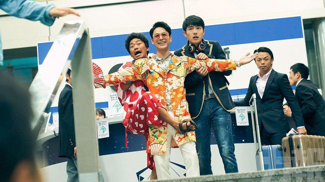王寶強(左起)、妻夫木聰以及劉昊然主演「唐人街探案3」領跑大陸票房冠軍,目前已破...