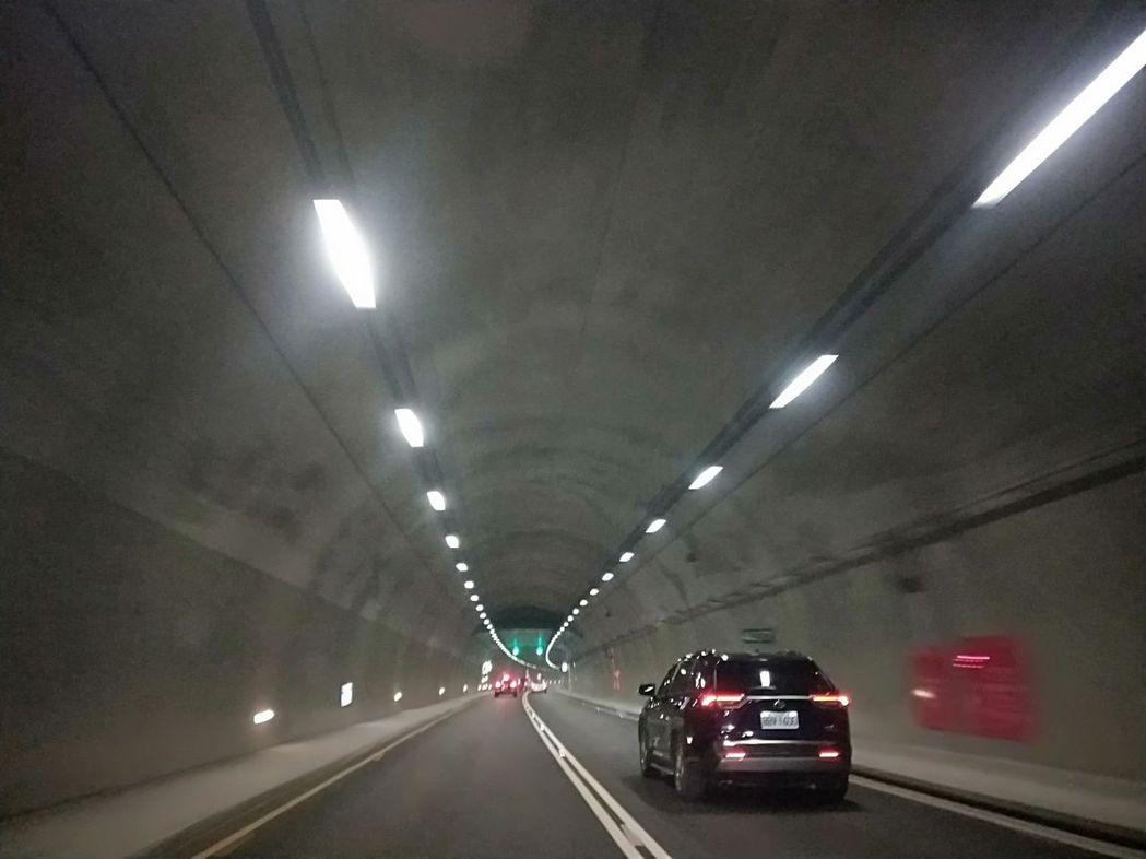 南迴公路草埔隧道內廣播回音嚴重,民眾抱怨根本聽不清楚,建議以LED字幕取代。記者...