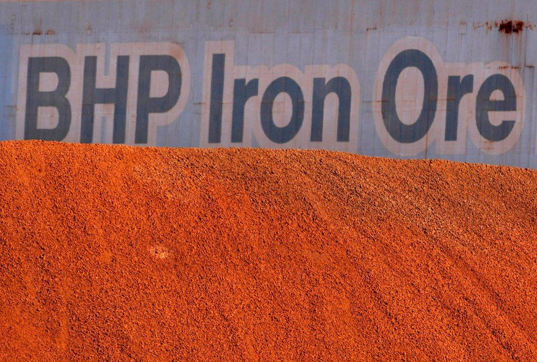 全球最大礦業集團必和必拓(BHP)上半年度股利創紀錄。(路透)