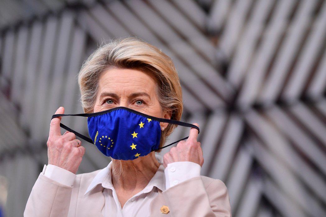 2月初歐盟執委會主席馮德萊恩剛結束與阿斯特捷利康的斡旋,表示該公司將追加900萬劑給歐盟。 圖/路透社