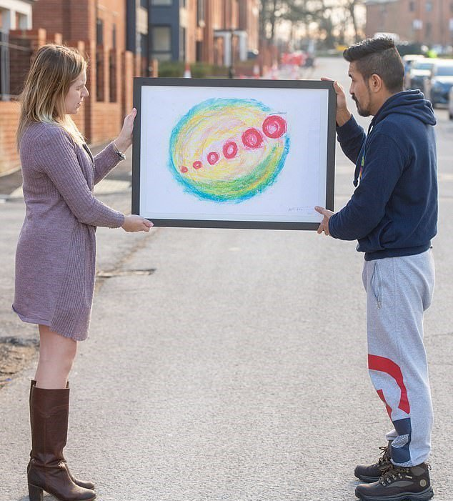 男子(右)在市場買畫作,20年後市價翻10萬倍。圖/取自dailymail
