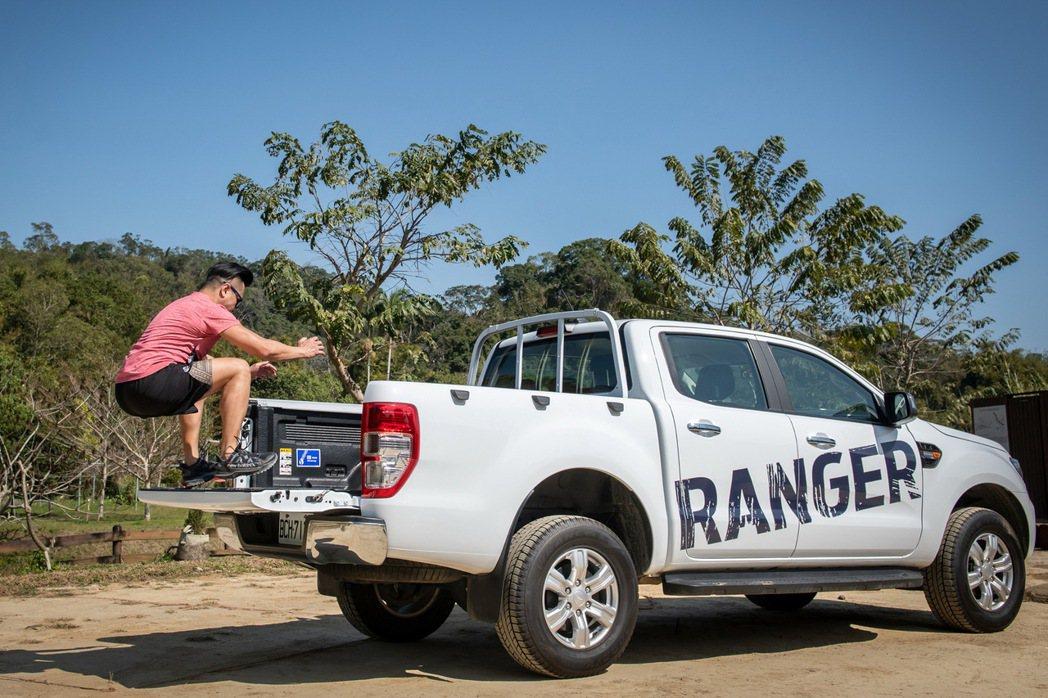 Ford Ranger後斗離地高度為840mm,也是相當好的跳箱訓練平台。 圖/...