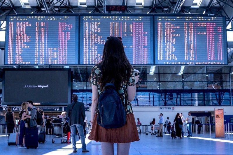 陳時中16日透露2022年春節前,出國禁令有望解除。 圖/pixabay