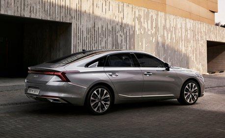 吸睛曲面螢幕、挑戰Grandeur的豪華車室 全新Kia K8內裝照首度公開!