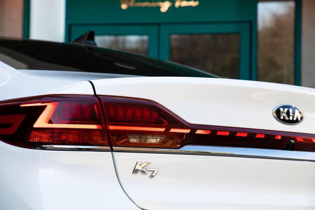 Kia K7在進入第三代車型後,車名將升格為「K8」。 摘自Kia