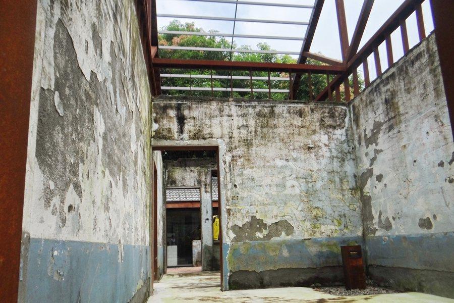 「水泥」塗抹讓眷村牆面喪失了原有風貌。圖為眷村保留下來的舊眷戶門牆原貌。 圖/聯合報系資料照