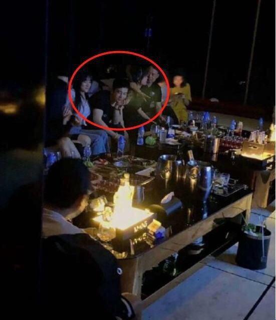 網友稱在夜店看到黃曉明。圖/擷自微博