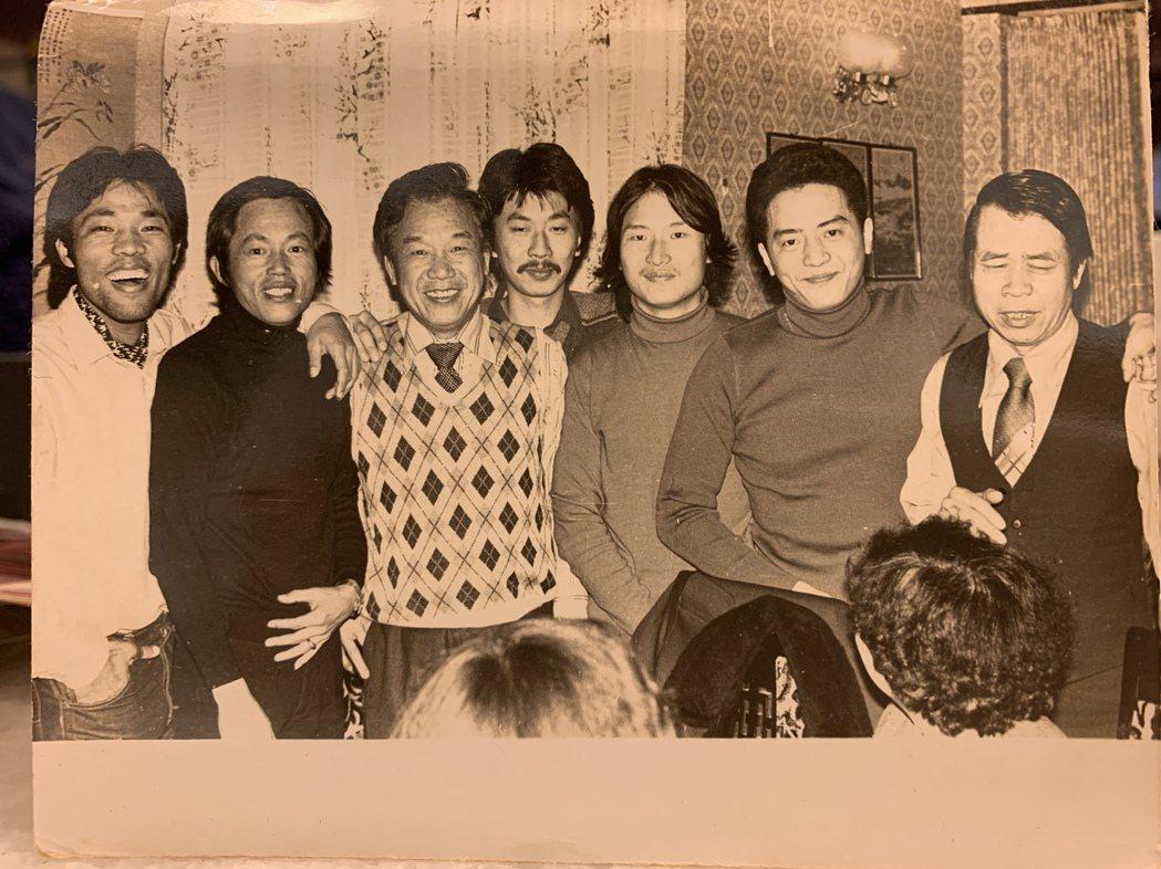 倪重華(中)在中影期間曾當過李屏賓(左)的攝影助理。照片提供/倪重華