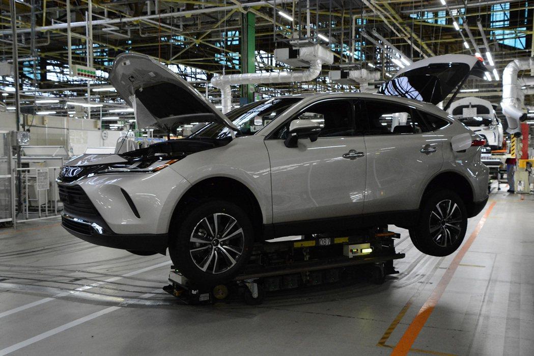 因上週東北強震導致供應商的零件供應中斷,Toyota今(17)起暫停日本一半產線...