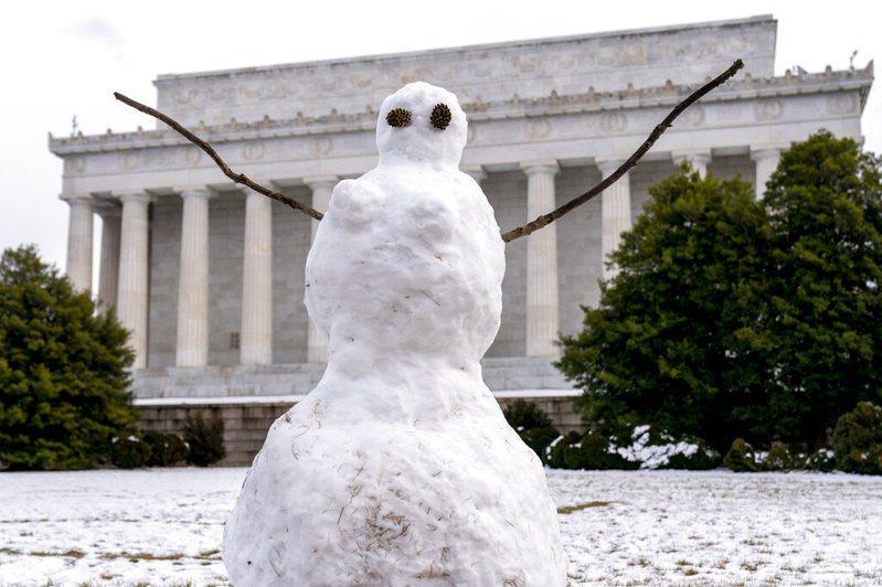 冬季风暴在美国肆虐,让数百万人于破纪录低温中无电可用。 美联社(photo:UDN)