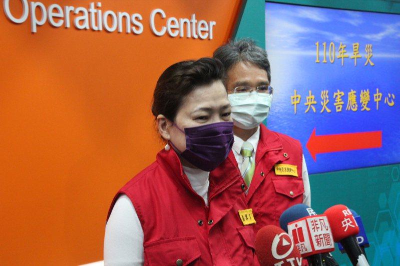 經濟部長王美花今日表示,原油變動是因為某些地區氣候過於寒冷,造成供需問題。對油、電價是否調整,經濟部將等到長期趨勢出爐再決定會不會調漲。記者鍾泓良/攝影