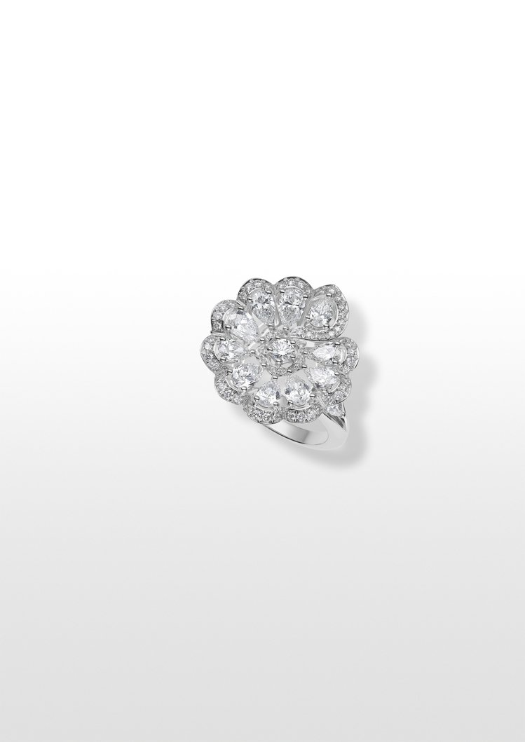 Precious Lace系列Mini Froufrou花卉戒指,獲公平採礦認證...