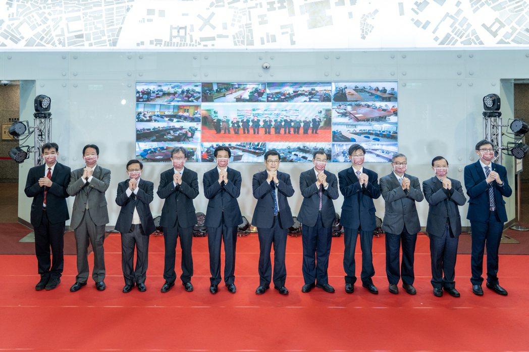 台電今舉辦2021新春團拜,由董事長楊偉甫帶領主管串連台電全公司84個單位連線拜...