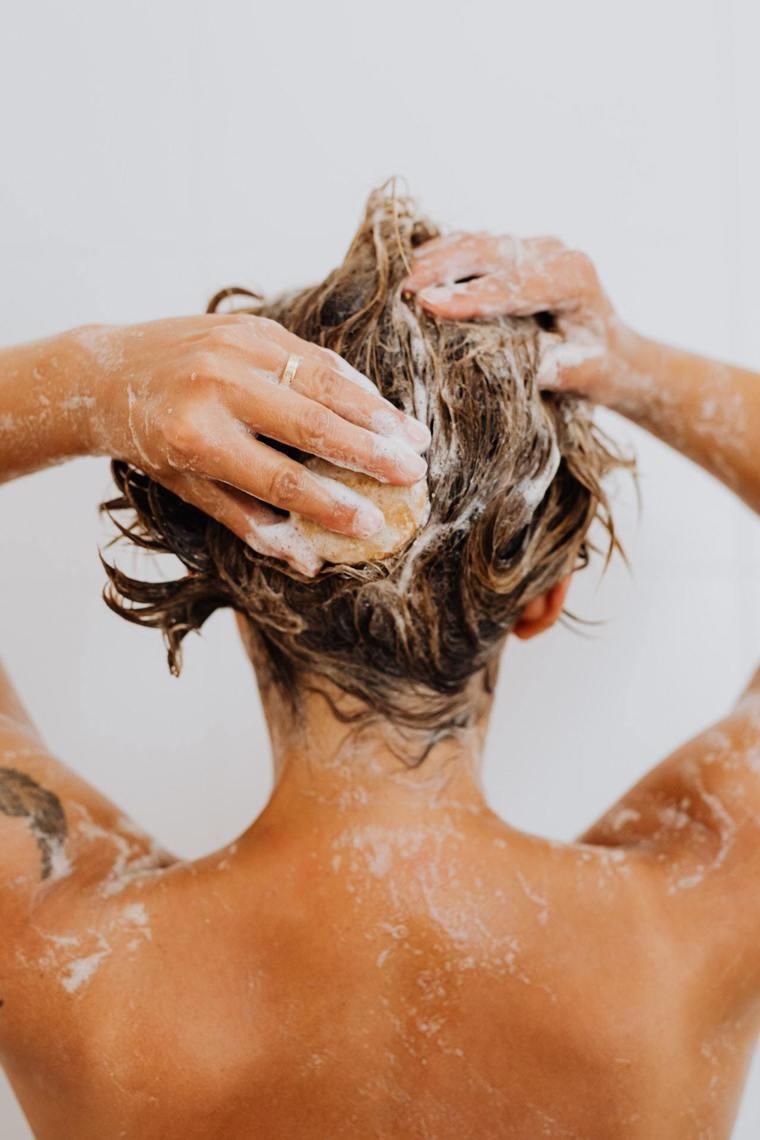 洗髮次數也會影響到頭髮生長及掉落的問題?圖/摘自pexels