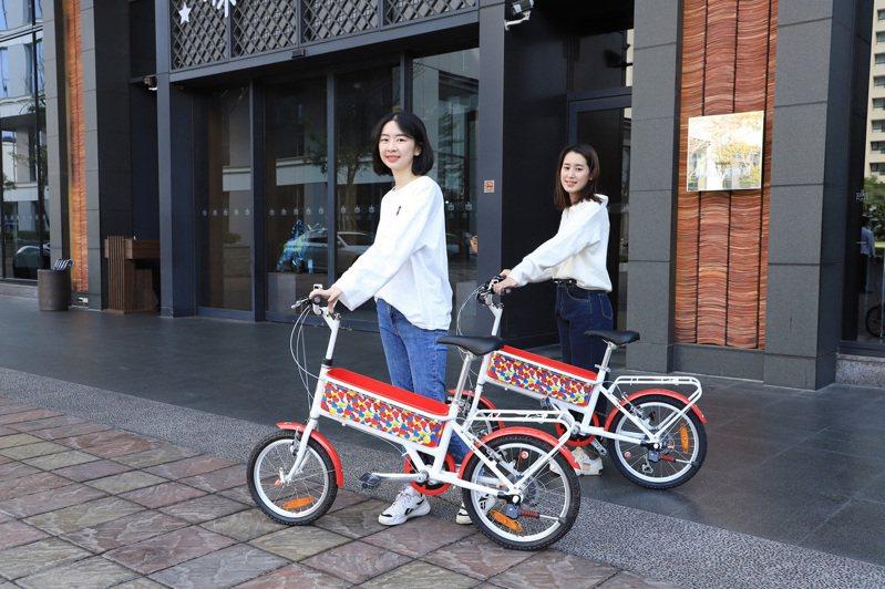 凡入住台南晶英指定方案,就可獲得「Hello Kitty袋鼠車」。圖/台南晶英提供