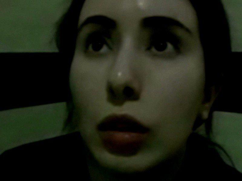杜拜公主拉提法2018年出逃失敗後被抓回國,BBC廣角鏡節目公布她用手機偷偷錄下的影片,指控父王把她單獨關在別墅內,處境就如同人質。路透/BBC Panorama