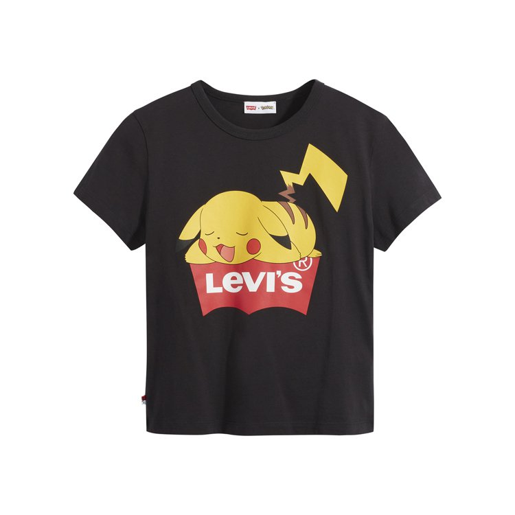LEVI'S與Pokémon聯名系列卡丘大圖黑色短T恤1,490元。圖/LEVI...