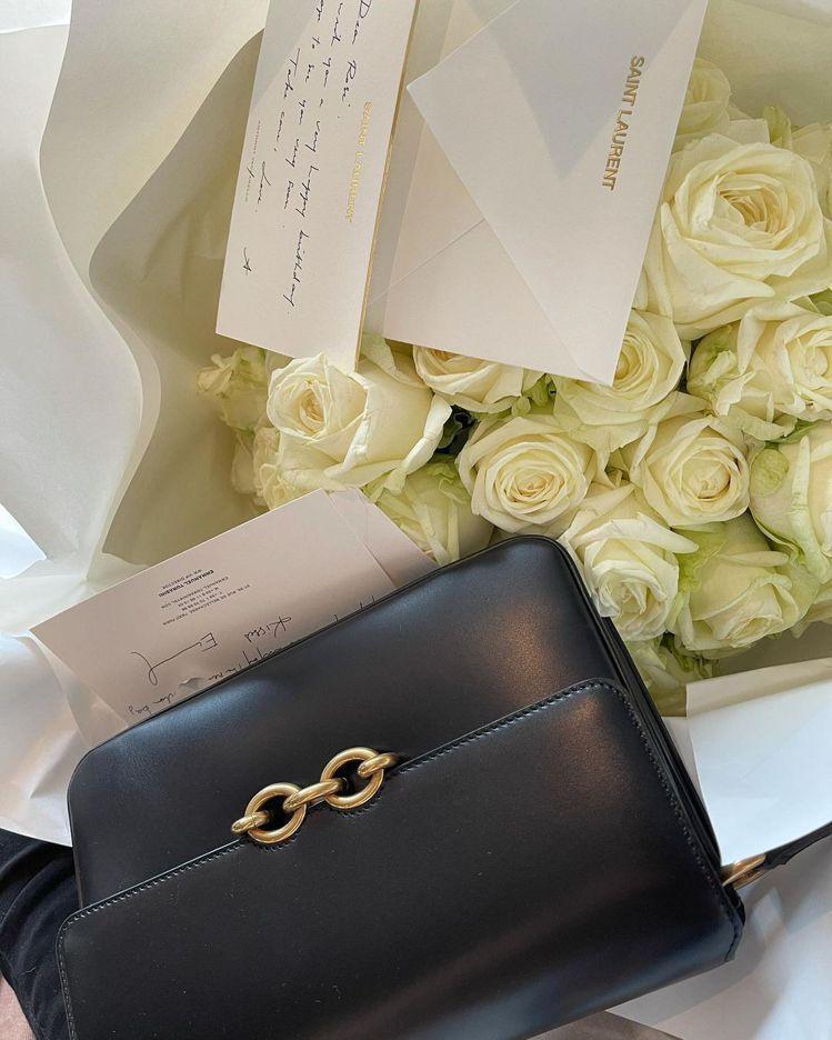 BLACKPINK成員Rosé曬出Saint Laurent寄給她的新包包Sat...