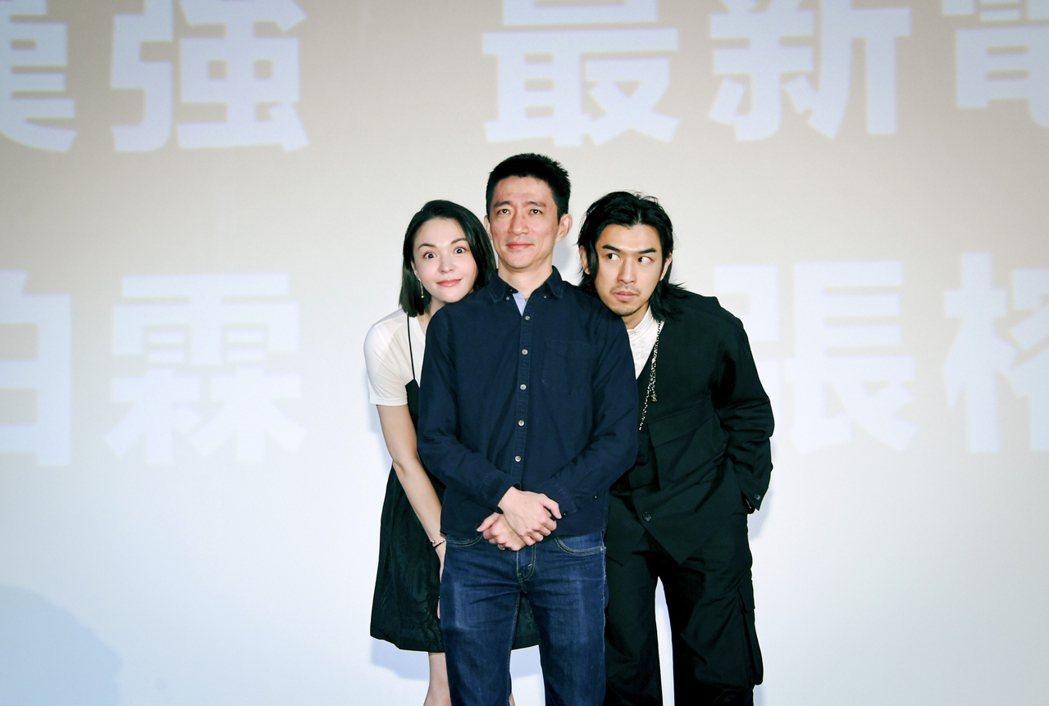 張榕容(左起)、導演徐漢強以及陳柏霖合作恐怖喜劇新片「鬼才之道」。圖/牽猴子提供