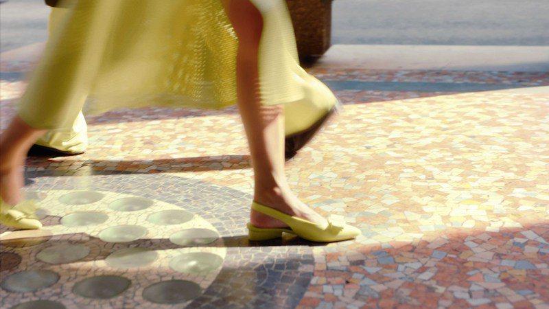 Salvatore Ferragamo春夏系列所有色彩上像是壟罩了一層曖昧朦朧的灰,優雅迷人。圖/Salvatore Ferragamo提供