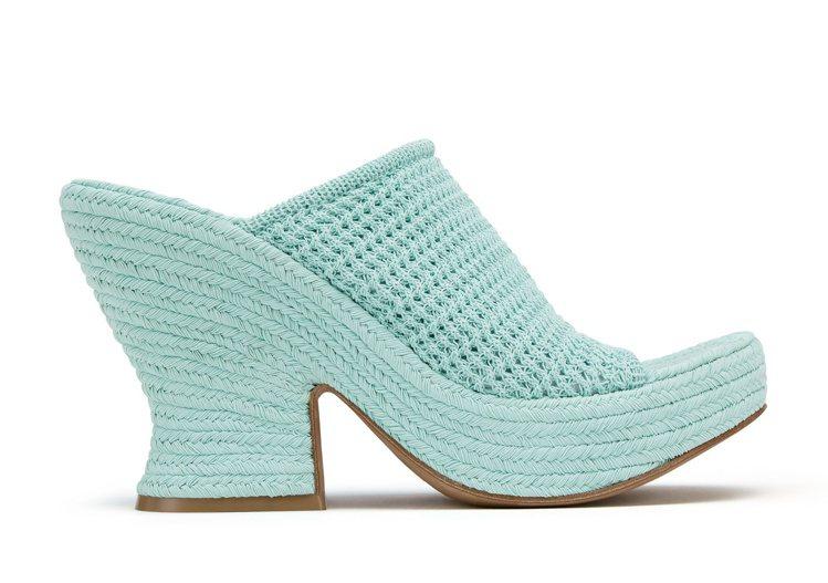水晶藍織物面料厚跟涼鞋,48,900元。圖/Bottega Veneta提供