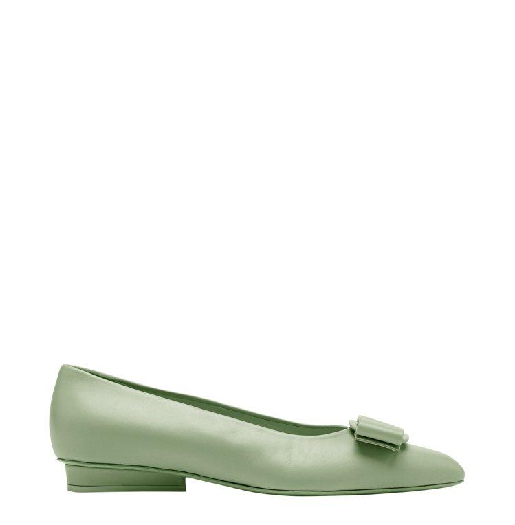 Viva薄荷綠平底鞋,25,900元。圖/Salvatore Ferragamo...