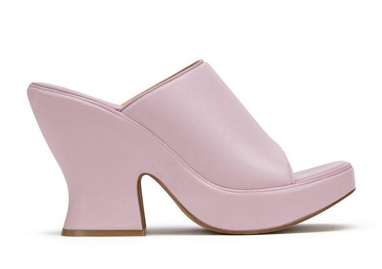 淡紫羊皮厚跟涼鞋,40,500元。圖/Bottega Veneta提供