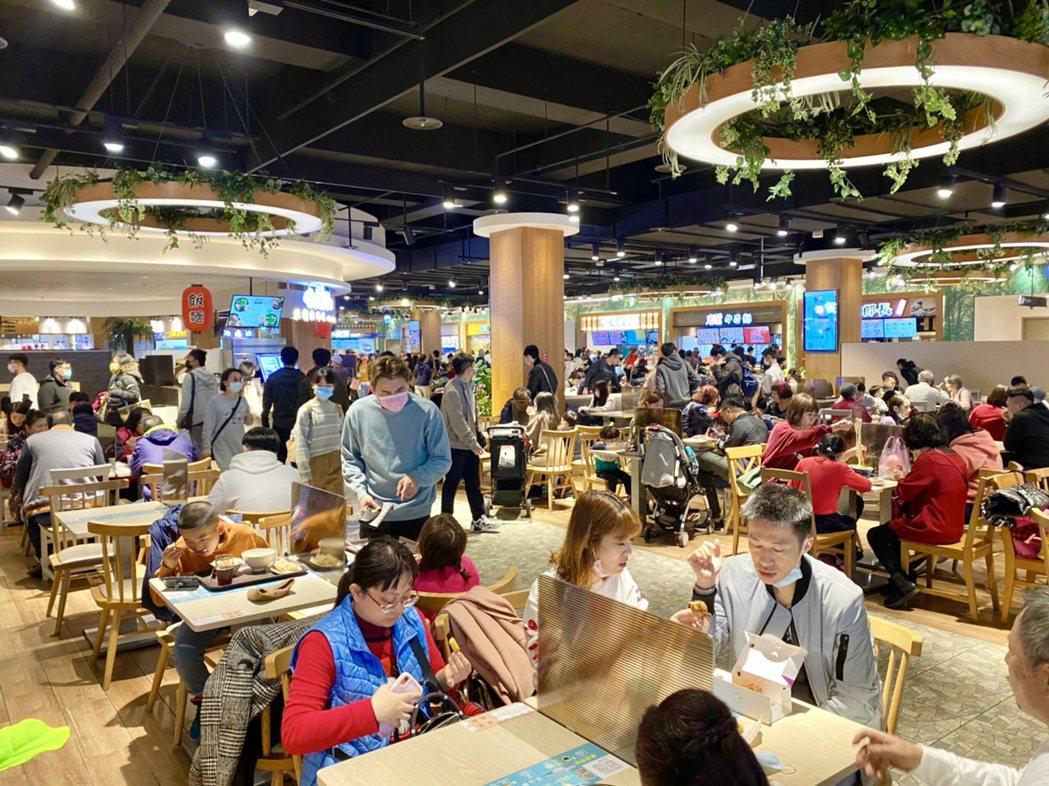 麗寶Outlet Mall春節期間業績開紅盤,全館業績較去年成長近一成。麗寶提供