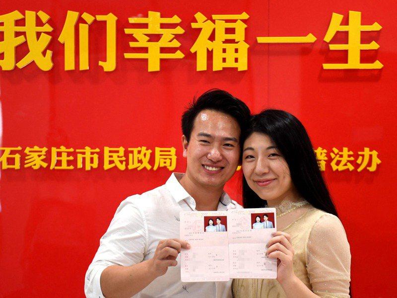 大陸單身族群感到幸福的比例,幾乎和已婚族群沒有差距。新華社