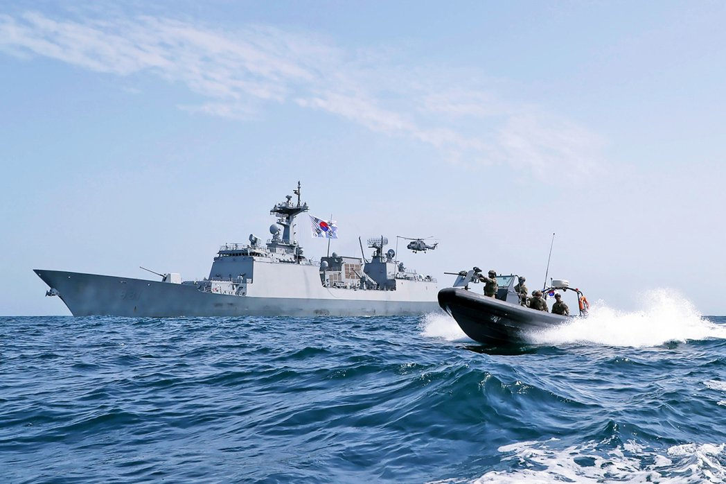 另外,首爾也試圖展示善意,將派遣至荷莫茲海峽以應對緊急情勢的崔瑩號(Choi y...