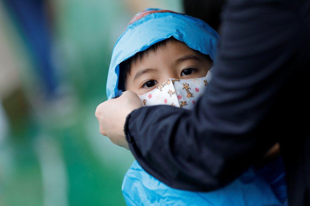 2020年台灣只有16.5萬新生兒,死亡人數卻是17.3萬,總人口首度負成長。 圖/路透社